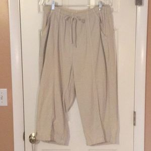 Beige/cream capris with pockets